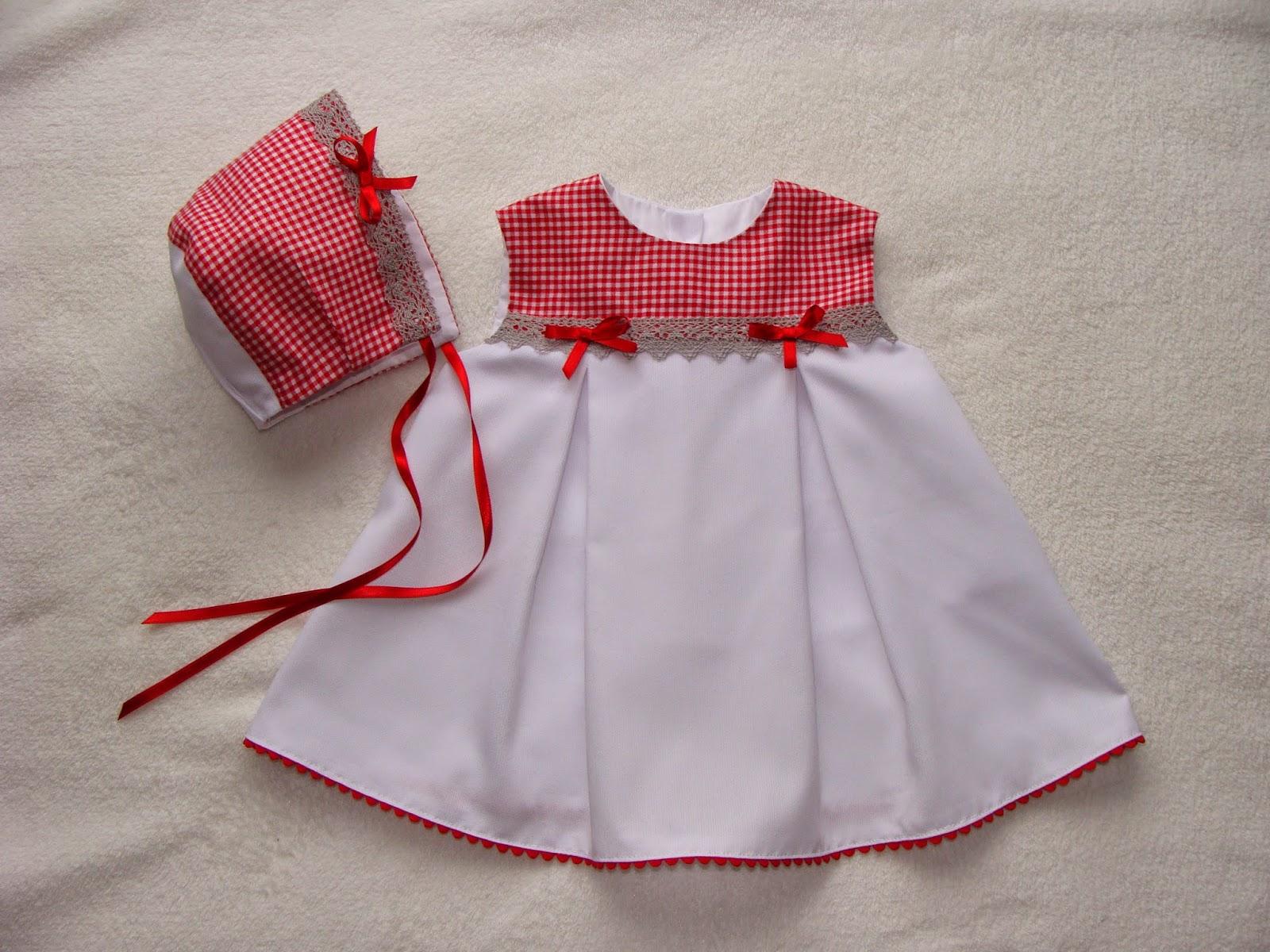 201e7c6df Este conjunto esta confeccionado en pique canutillo color blanco con  detalles en algodon. Vestido y gorrito forrados para bebe de 3 meses.