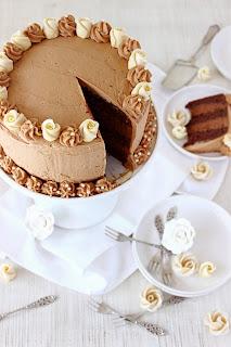 Chocolade-moussetaart met chocolade-karamel botercrème