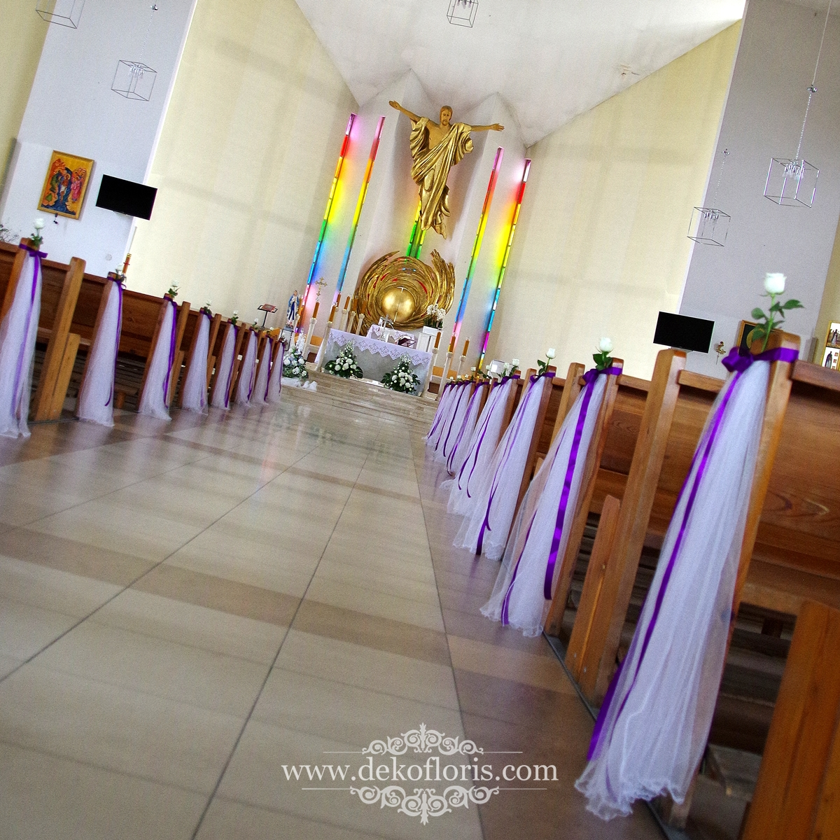 Fioletowa dekoracja kościoła ślub Opole