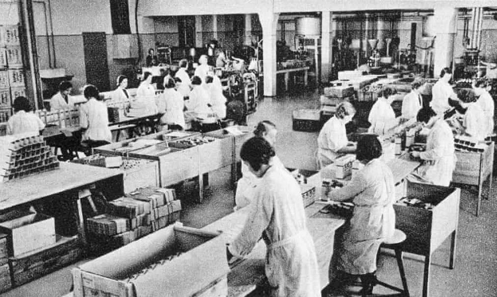 Workers at the Temmler factory in Berlin manufacturing Pervitin