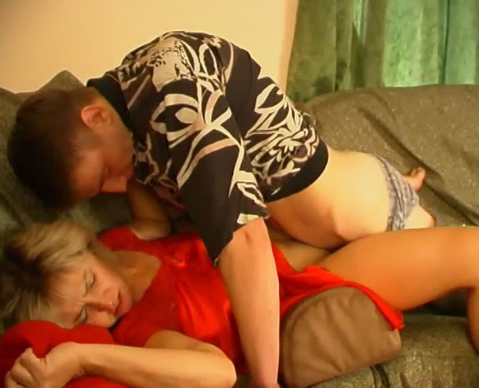 Mother fucks sweet daughter with double dildo 4
