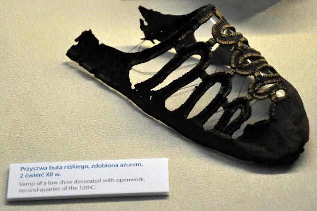 fragment wczesnośredniowiecznego buta z Gdańska