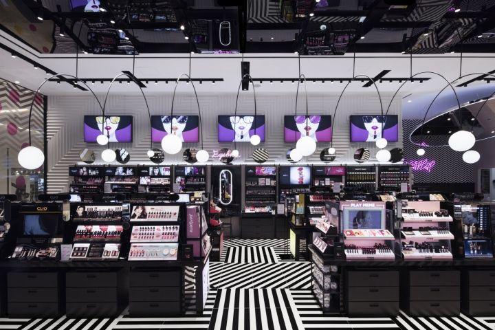 a59688bf0f56e A Sugarcup é uma loja de cosméticos que fica localizada em Berlim, na  Alemanha. O projeto de interiores é da Betwin Space Design.