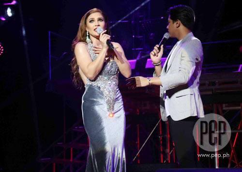 Vina Morales Had A Wardrobe Issue While In Concert: 'Nahuhubaran yata ako dito'