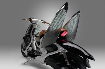Yamaha 04Gen Concept Scooter side wings