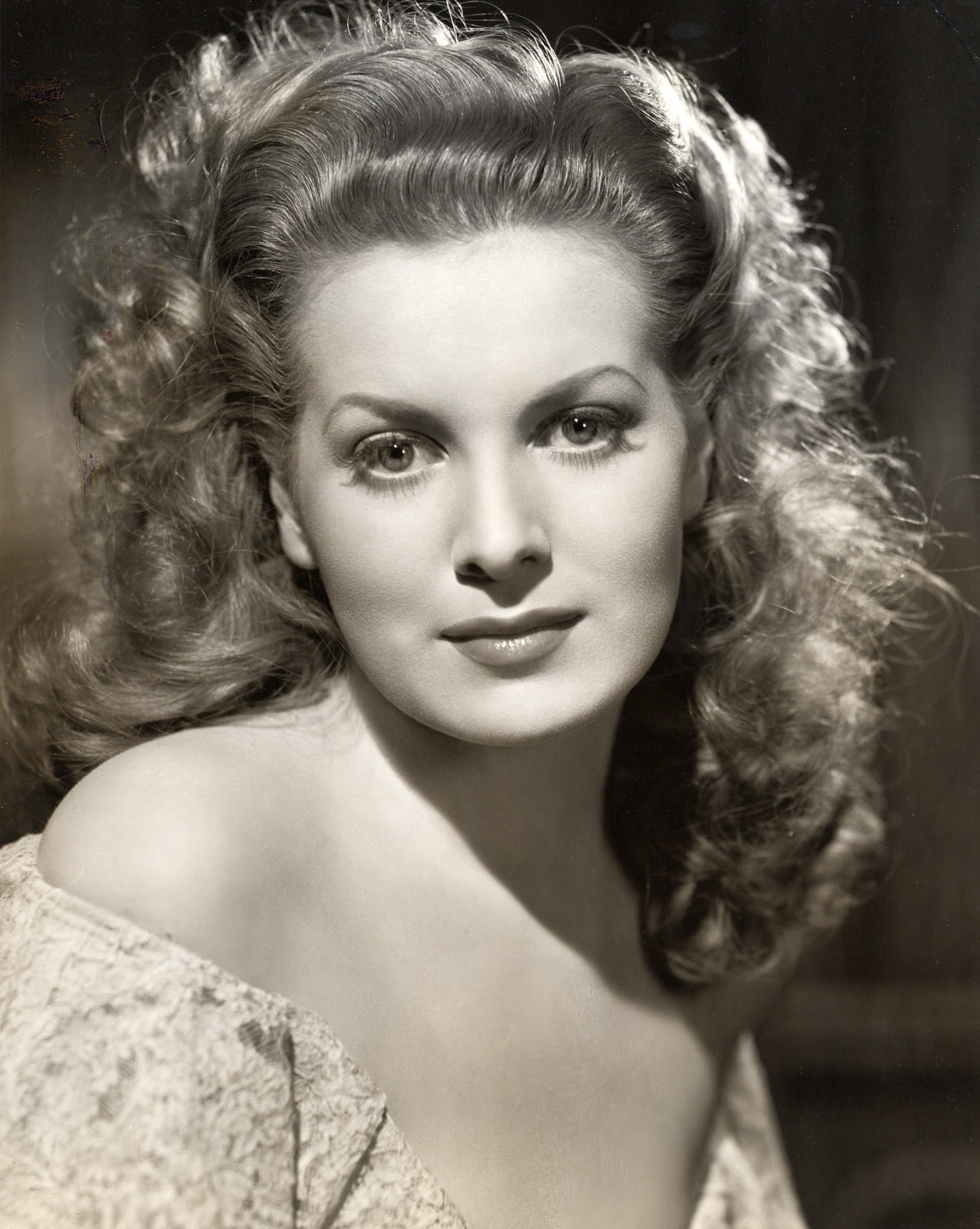 Love those classic movies in pictures maureen o 39 hara for Classic love pictures