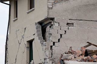 Tips Penanganan Jika Terjadi Gempa Bumi