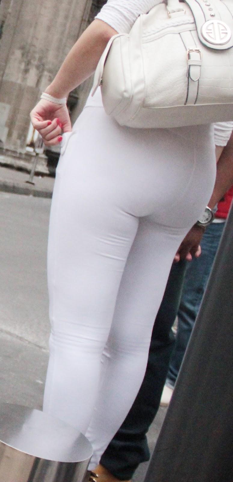 Milf en pantos blancos