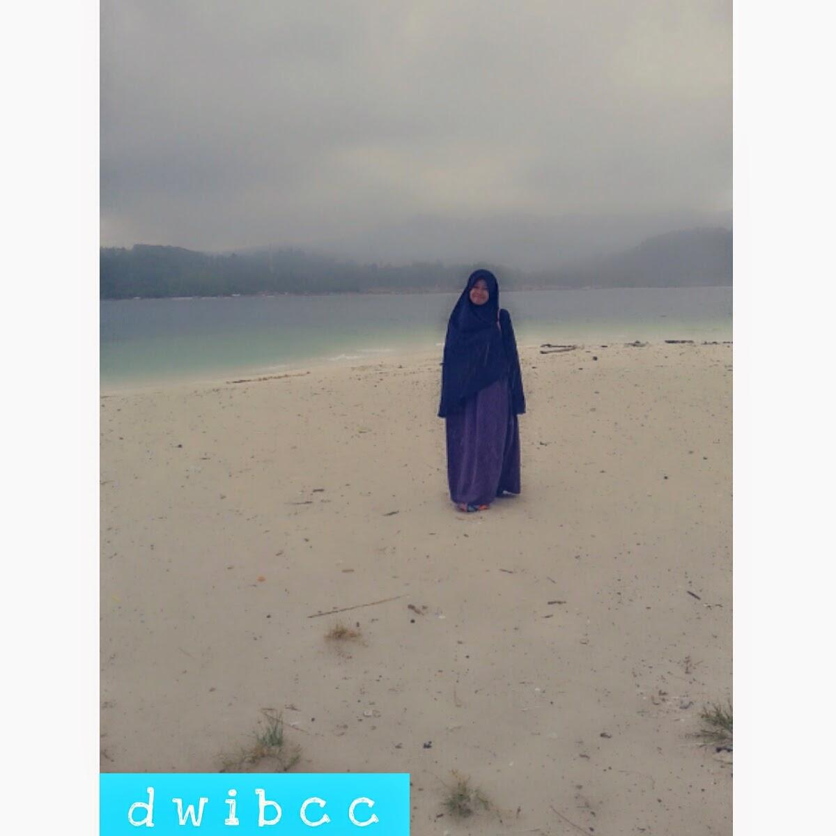 dwibcc foto muslimah dipantai pake hijab syar'i