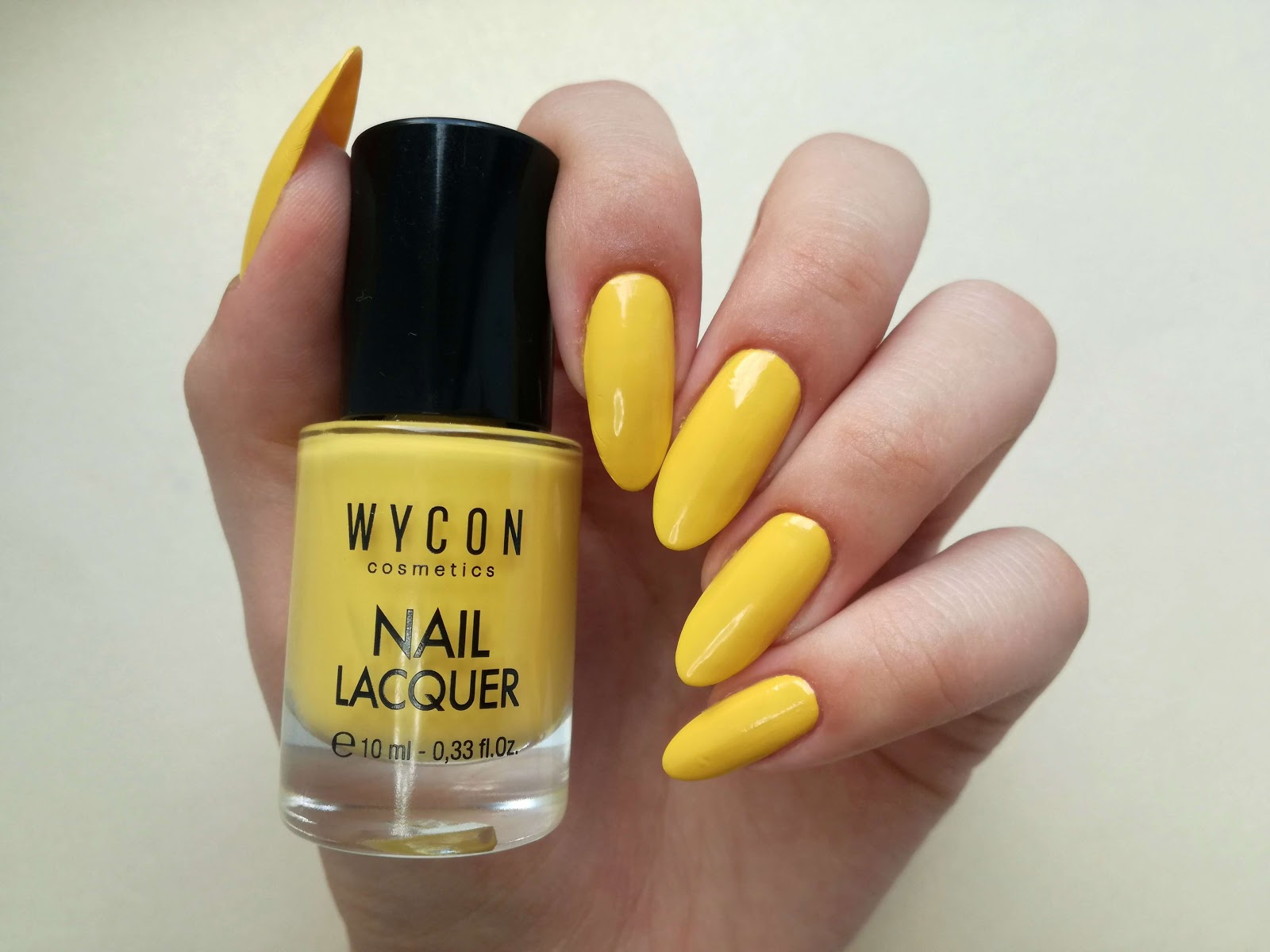 żółty lakier wycon