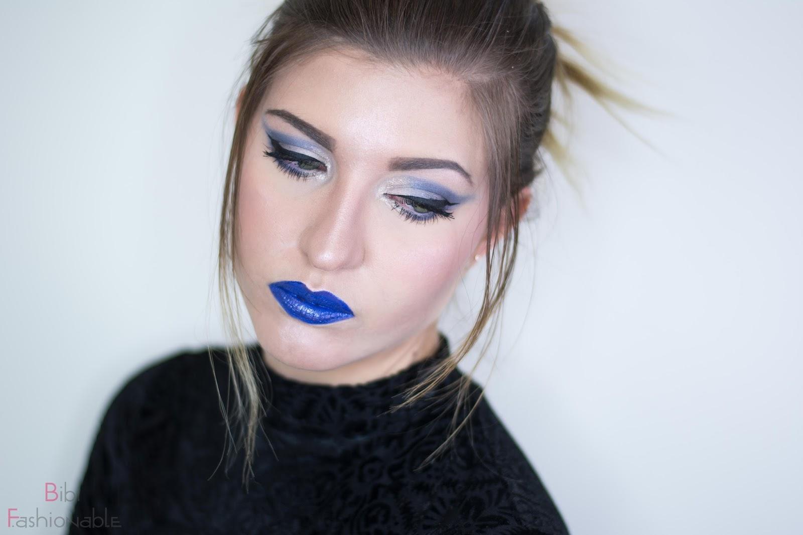 NYX Look Shades of Blue Blick über Schulter nach unten