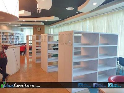 Ruang perpustakaan universitas podomoro