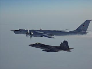 F-22 dan Tu-142
