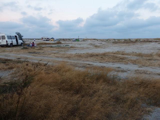 Biwakowicze na plaży Corbu, 28 sierpnia 2016