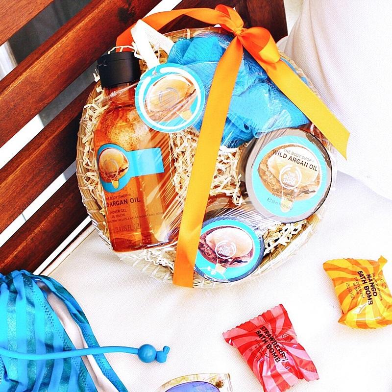 The Body Shop Greece Έλαιο Argan σετ δώρου: το αφρόλουτρο το scrub body butter