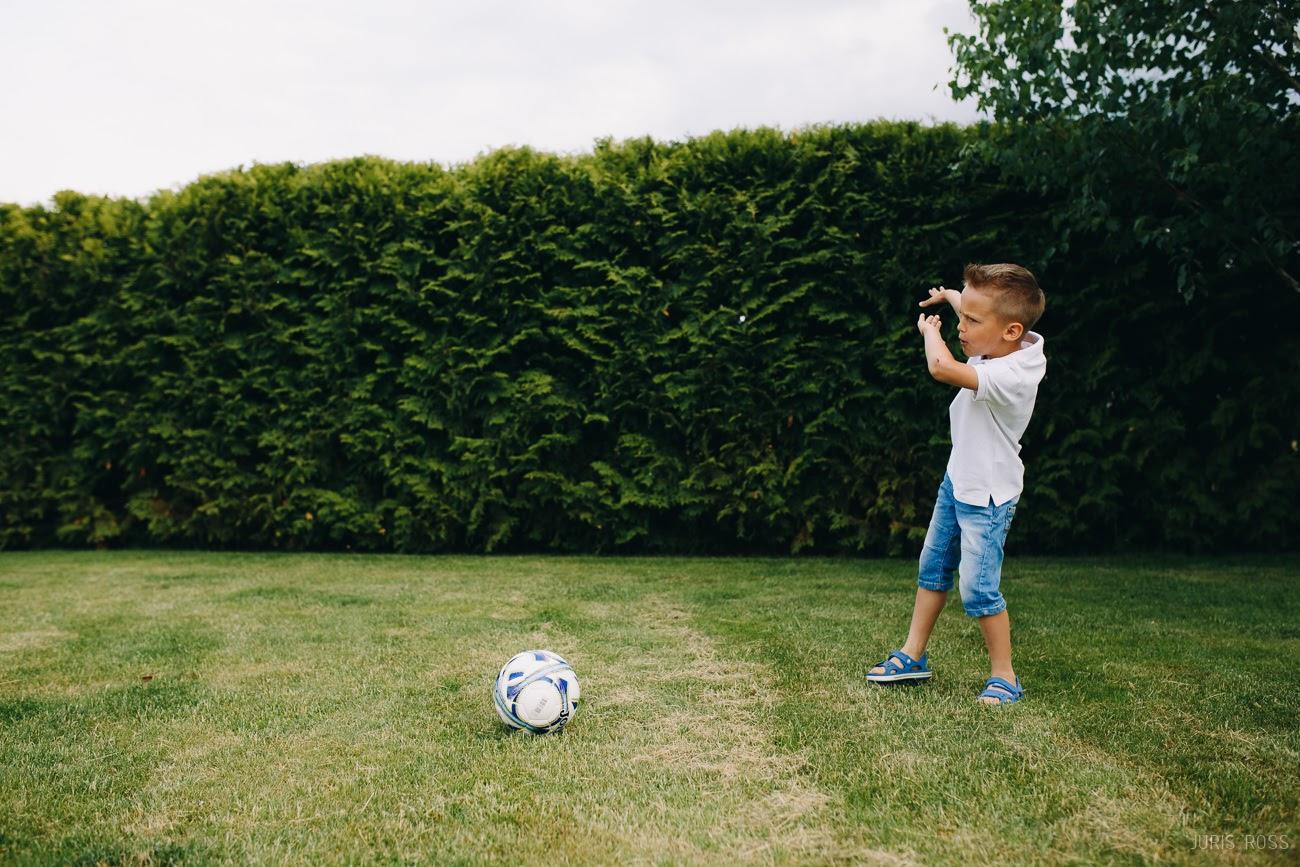bērns futbolists