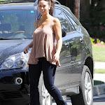Jennifer Love Hewitt runs home to her mama, forgets her makeup