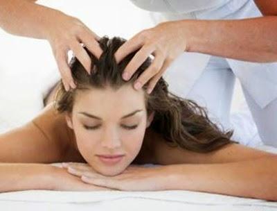 Massage da đầu với dầu nóng
