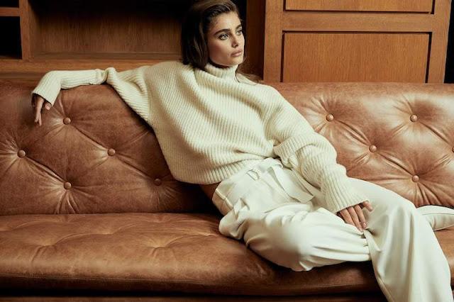 Белый монохромный комплект со свитером и брюками
