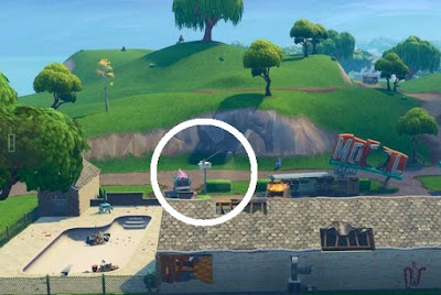Streetlight Spotlight Location, Lazy Links Motel, Fortnite, Season 6 Week 1