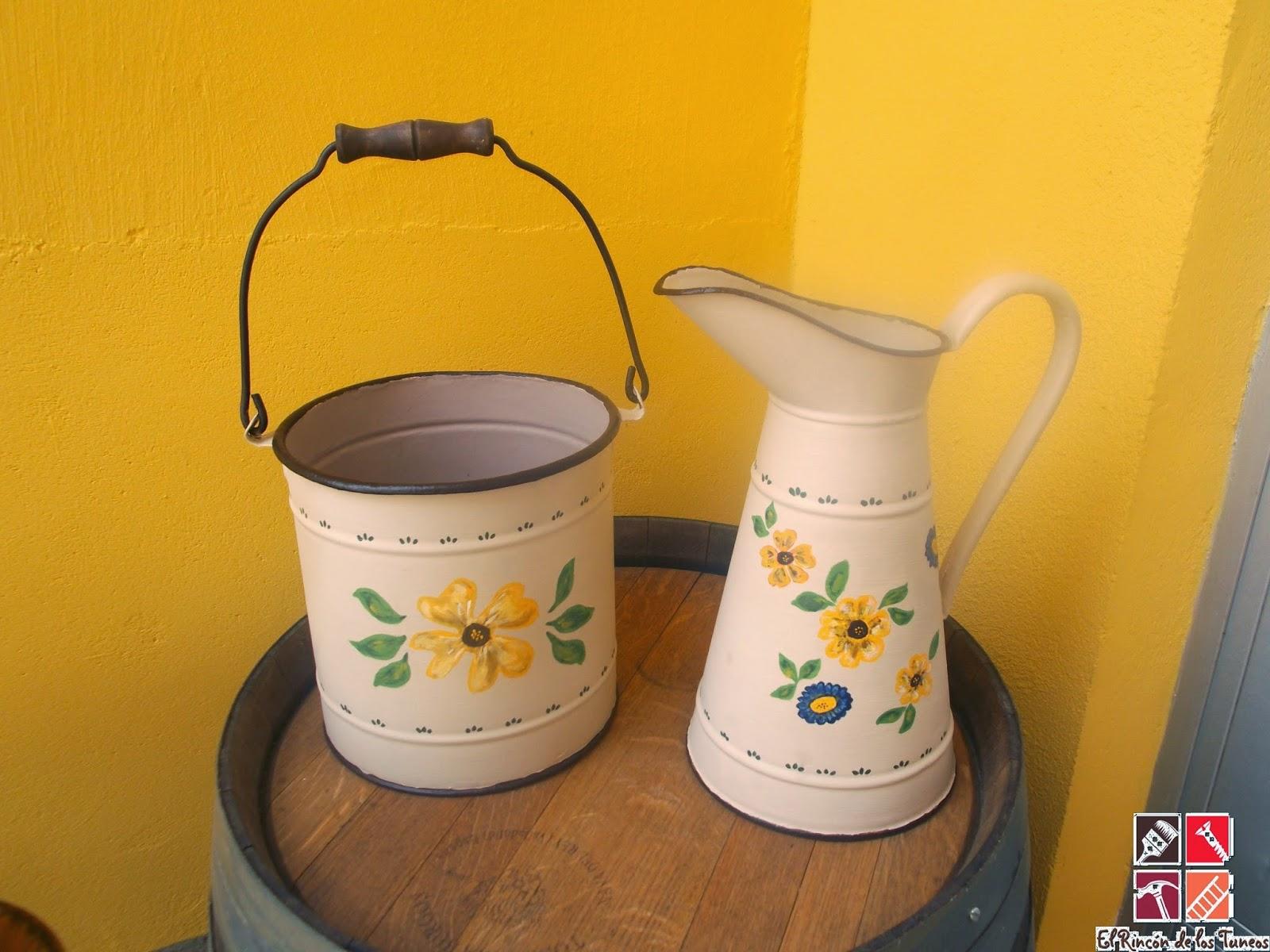 jarra y caldero pintado a mano