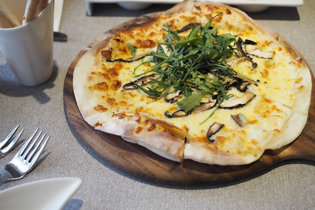 Wild mushroom with white truffle pizza elemen review