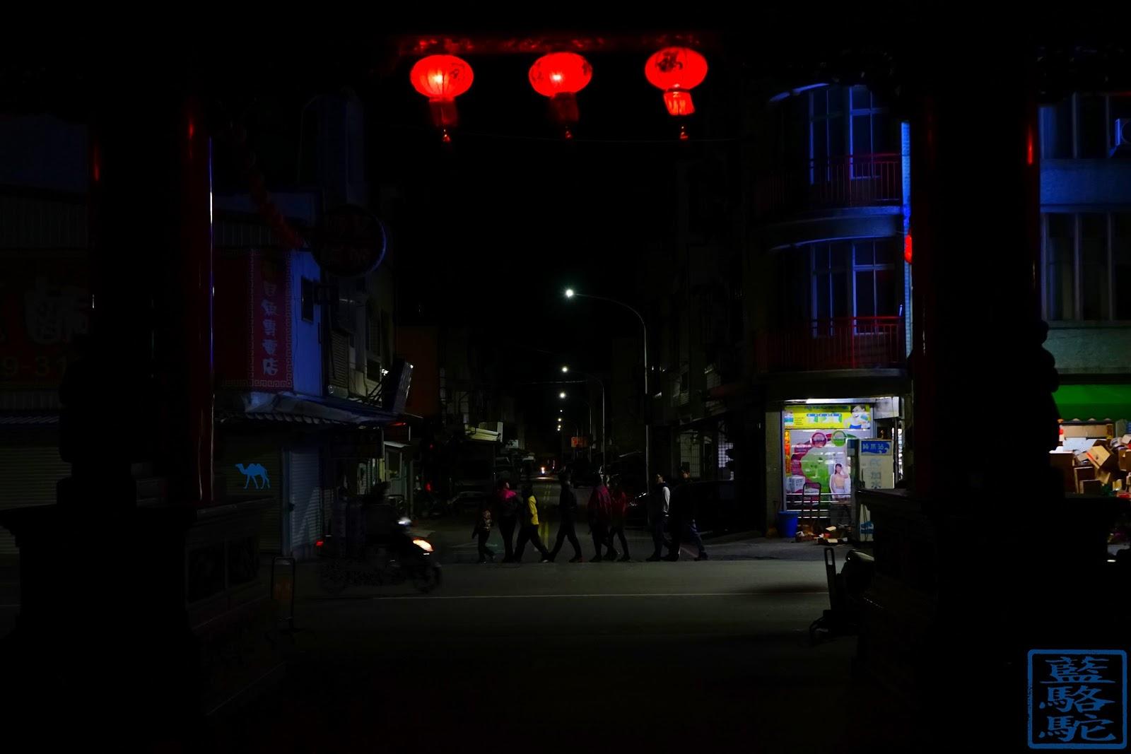 Le Chameau Bleu - Les passants du temple de Taitung à Taiwan