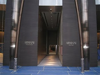 127432664 O hotel abriga nove restaurantes, uma boate, um clube privado, 144  residências de um ou dois quartos, lojas de flores e de alta costura e um  SPA ARMANI (com ...