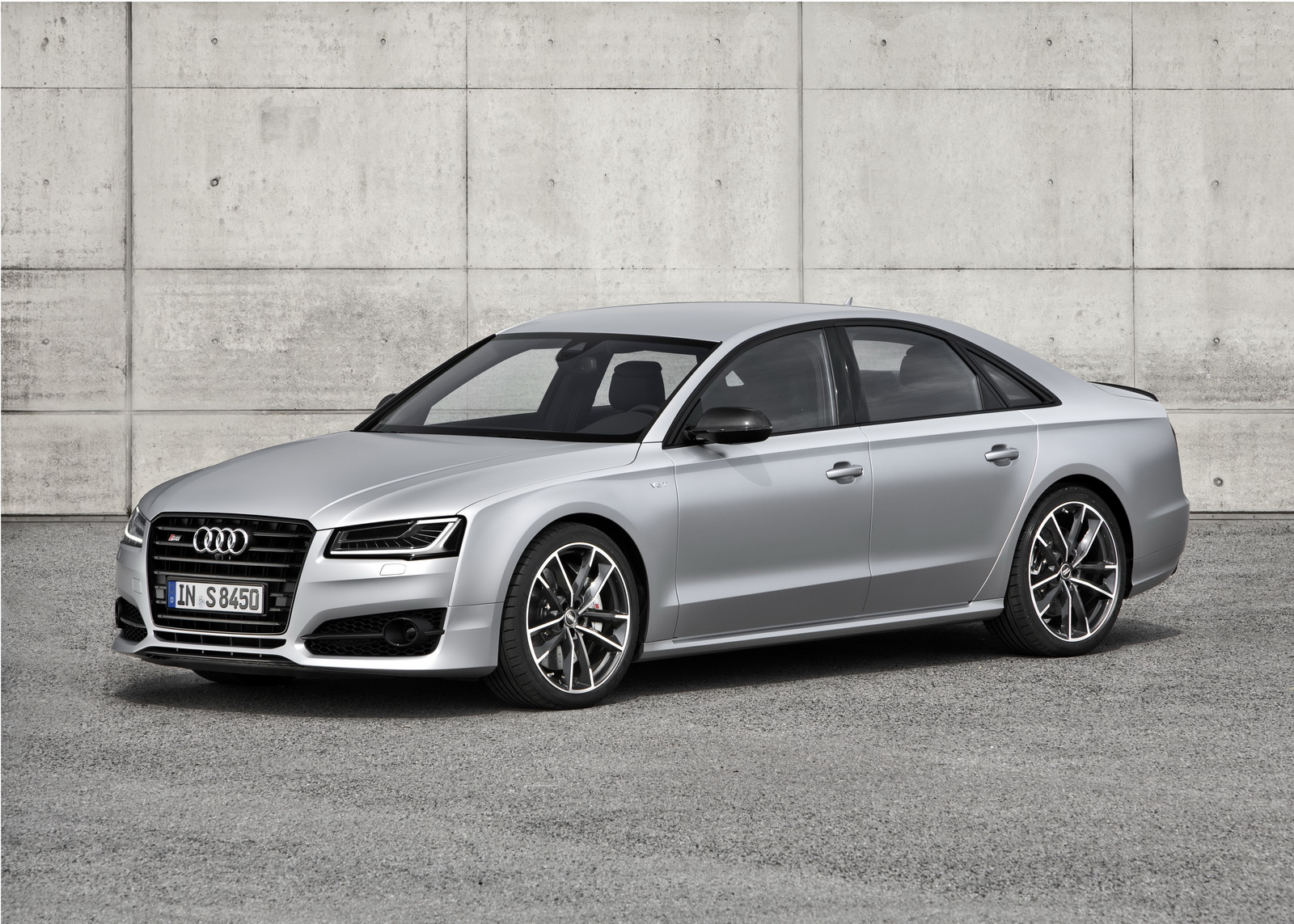 new audi s8 plus brings 605 ponies and 305km h 189mph to the table carscoops. Black Bedroom Furniture Sets. Home Design Ideas