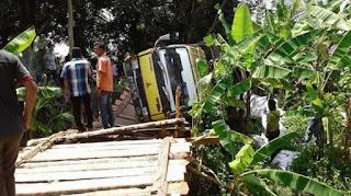 Jembatan Darurat Desa Kandis Nyaris Roboh