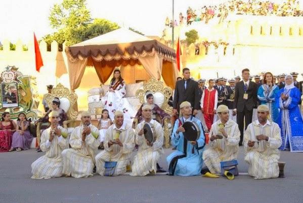 Carroza de la Reina de las Cerezas en el Festival de la Cereza en Sefrou (Marruecos)
