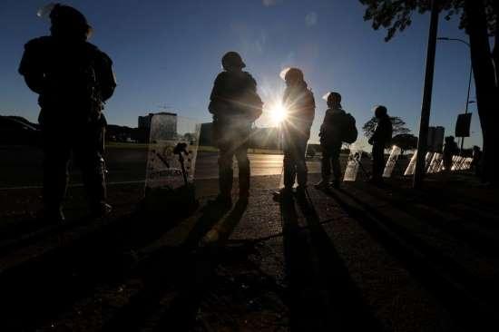 BRASIL: Temer revoga decreto que convocou Forças Armadas