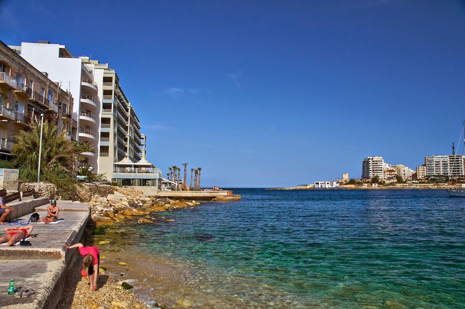 miejsce do kąpieli na Malcie, żwirowe plaże