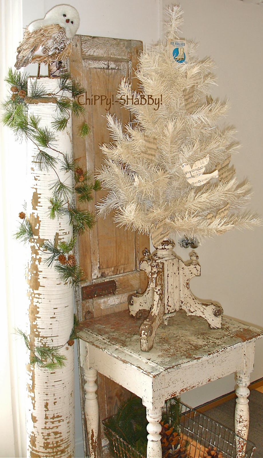 Chippy Shabby Christmas Themed Displays Using Vintage