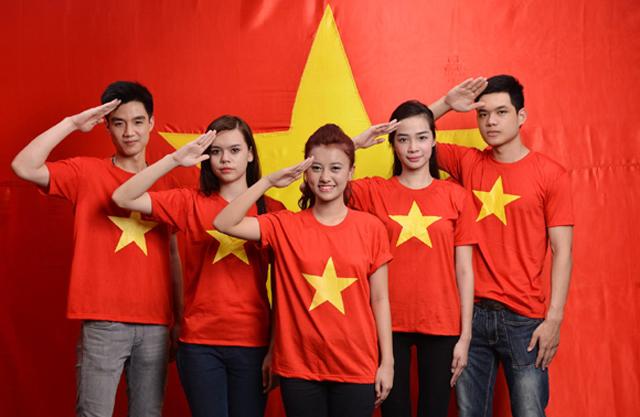 Áo cờ đỏ sao vàng cách điệu