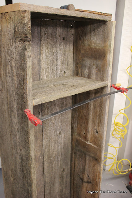 shelf, salvaged wood, http://bec4-beyondthepicketfence.blogspot.com/2015/07/project-challenge-reclaimed-wood.html