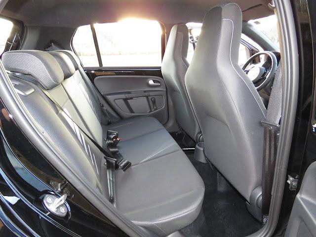 Volkswagen Up! 2017 Automatizado I-Motion - espaço traseiro