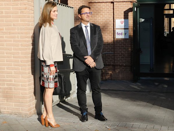 Queen Letizia wore HUGO BOSS Hesandra Pixel Tweed Skirt. Uterque Pumps, Hugo Boss bag, Hugo Boss Coat