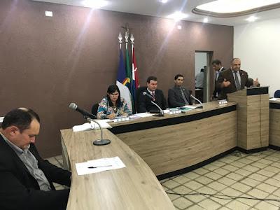 Vereadores derrubam veto do prefeito e mantêm projeto do vereador Ozéias Caetano
