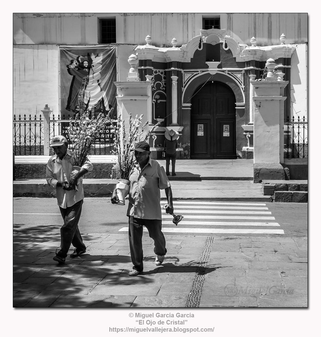 Lunahuaná (Perú). Plaza de Armas e Iglesia Matriz de Santiago Apóstol