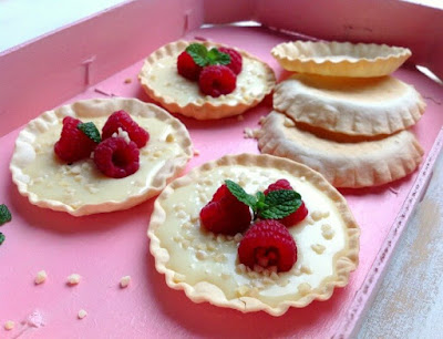 Tartaletas de chocolate blanco y frambuesas