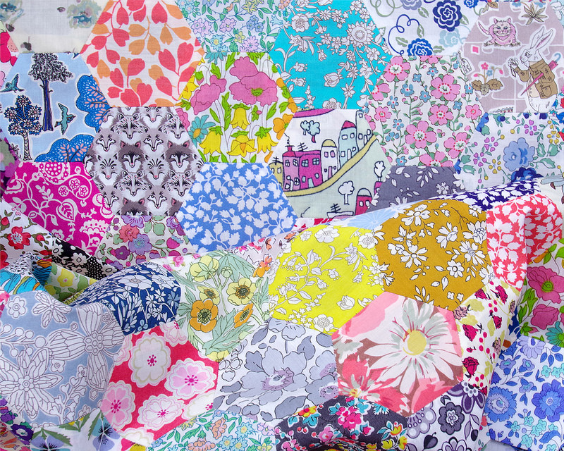 Liberty of London Hexagon Quilt | © Red Pepper Quilts 2018 #englishpaperpiecing #redpepperquilts #hexagonquilt