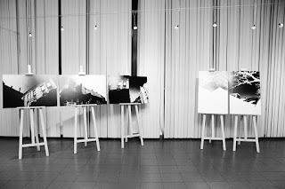 """""""Między miastem a wyobraźnią"""" wystawa fotografii odklejonej w Rudzie Śląskiej. fot. Łukasz Cyrus"""