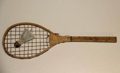 sejarah raket kayu badminton