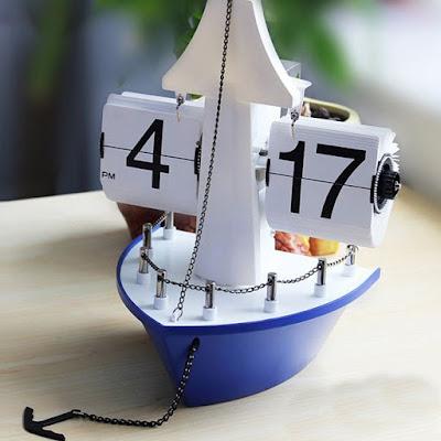 Retro Sailing Boat Auto Flip Clock