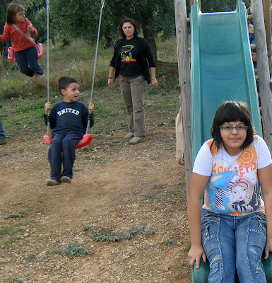 los olivares ,camino ,pantano de Pena, Beceite, Beseit, niños, Merche, Diana, Diego