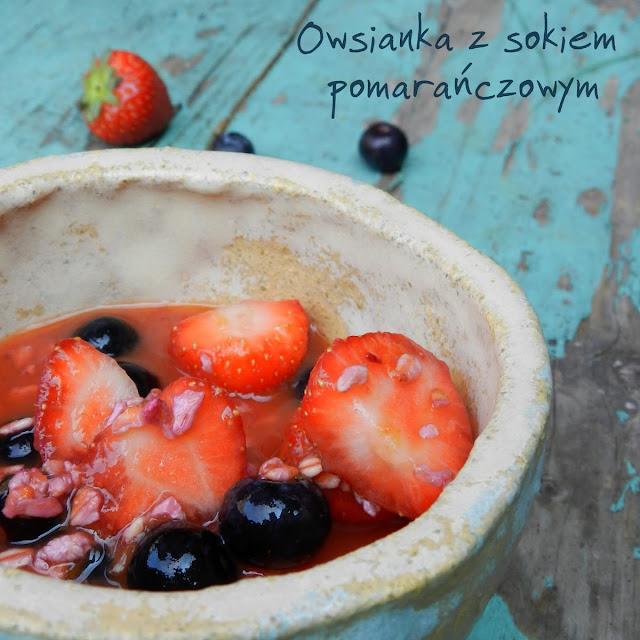 Śniadaniowa owsianka z sokiem pomarańczowym
