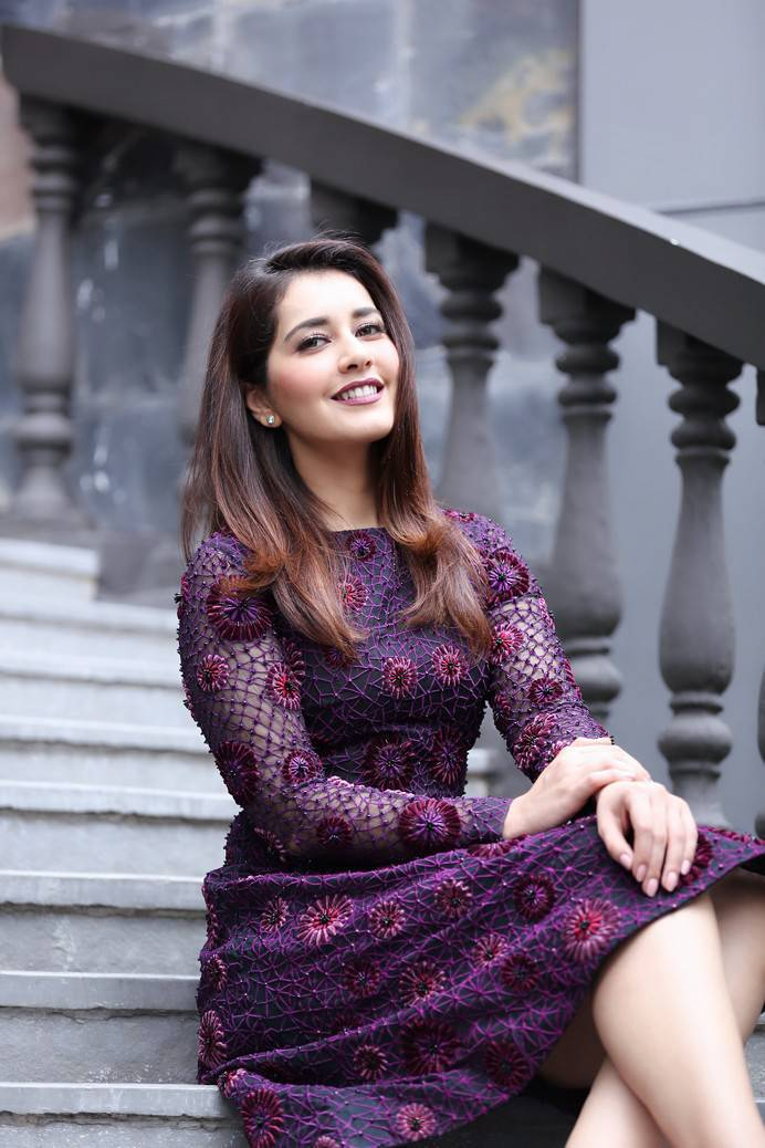 Raashi Khanna Photoshoot At Big C Mobile Store Launch