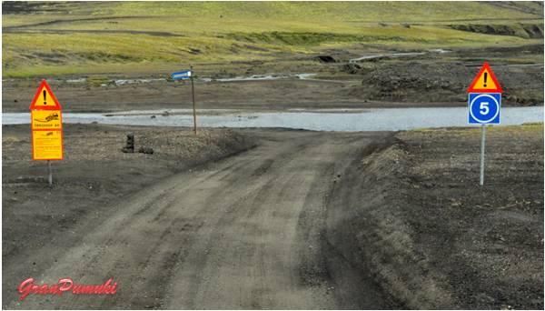 El camino entre Hella y Landmannalaugar se corta por el paso de rios