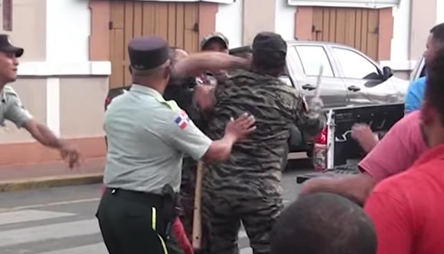 El coronel Eusebio Escolástico cayó al pavimento tras el fuerte golpe